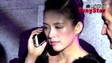 视频:章子怡现身手机不离身 全程黑脸不谈汪峰
