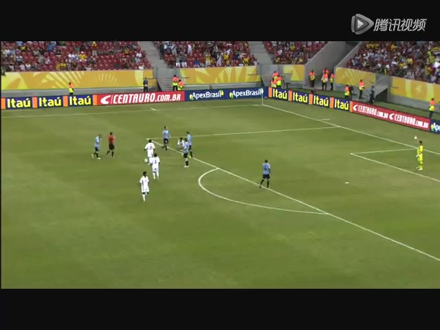 红牌:乌拉圭边卫犯规阻止陈秀过人 两黄变一红被罚下场截图