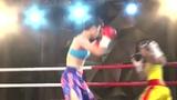 中国龙王四度KO非洲悍将 极速重拳对手踉跄摔倒