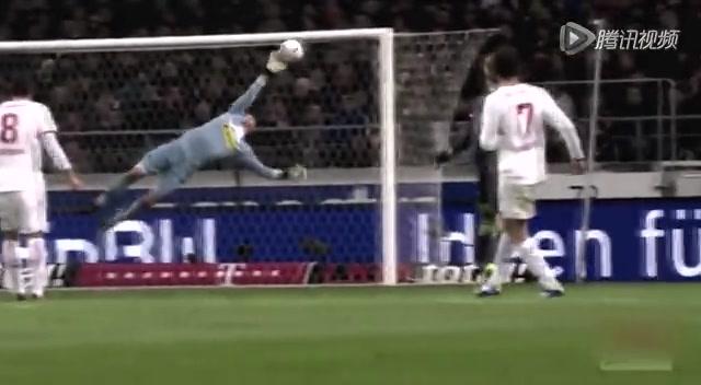 特尔施特根最强扑救合集 小狮王曾力拒梅西点球截图