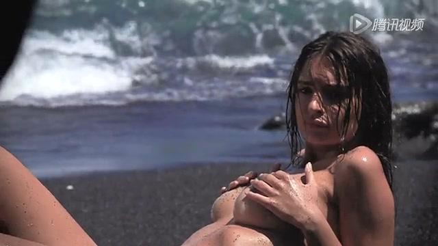 光溜溜拍《gq》海滩大片