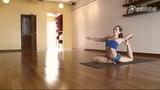 美女高难瑜伽常人不及 回首瑜伽启蒙教练的师生情