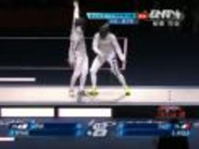视频:男子团体花剑 阿沃拉用力过猛戳弯佩剑