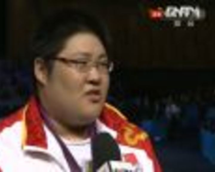 视频:腼腆周璐璐笑称金牌很甜 187公斤真沉