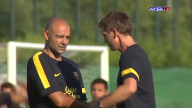 视频:巴萨新帅带队首训 比利亚回球场玩抢圈