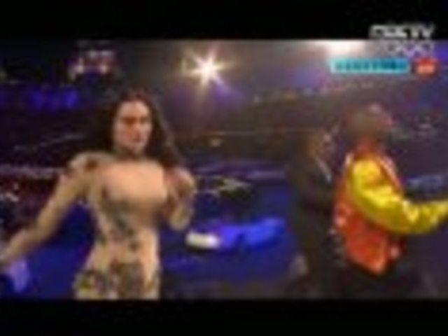 视频:多名歌手唱一首歌 伦敦闭幕式堪比春晚