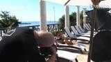 高清跟拍泳装超模拍日历全程 奢华泳池照羡煞旁人