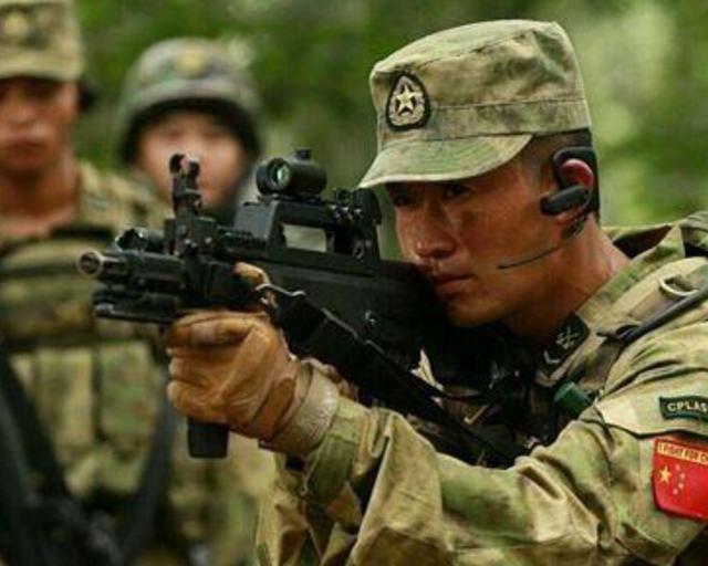 中国雇佣兵_中国特种兵大战外籍雇佣兵 匕首割喉取胜