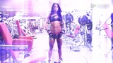 健身房惊现腹肌美女 超美小腹力克九成猛男