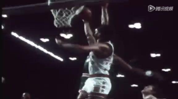 视频:J博士经典扣篮 看NBA首位飞人如何虐筐