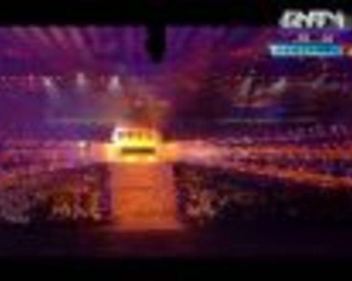 视频:飞天凤凰火焰亮相 皇家芭蕾舞团献表演