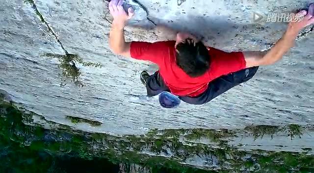 实拍美国男子徒手3小时爬上762米高悬崖截图