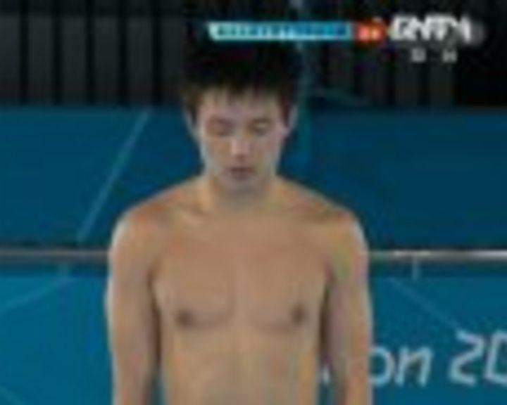 视频:男子10米跳台决赛 邱波第3跳得92.40分