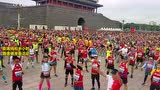 三万北马选手齐聚天安门开跑 场面太壮观