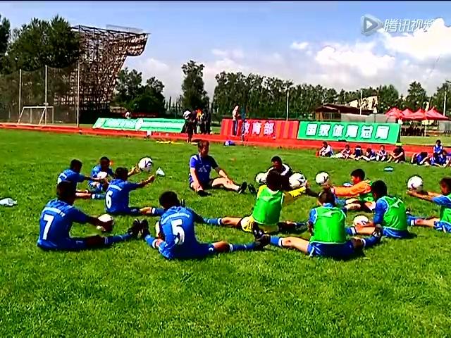 视频:2013全国校园足球夏令营西宁营区开营