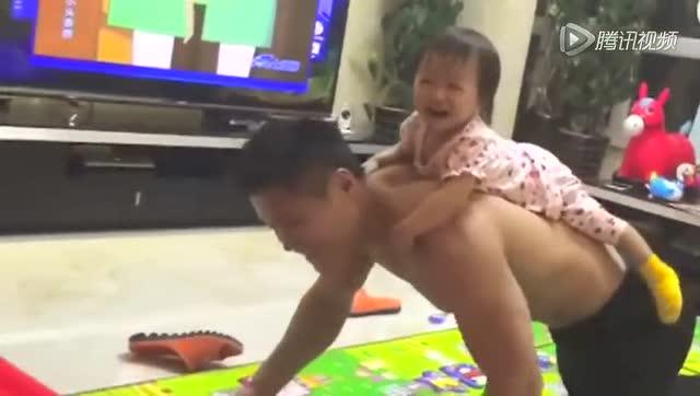 视频:暖男!举重冠军吕小军变身肌肉奶爸