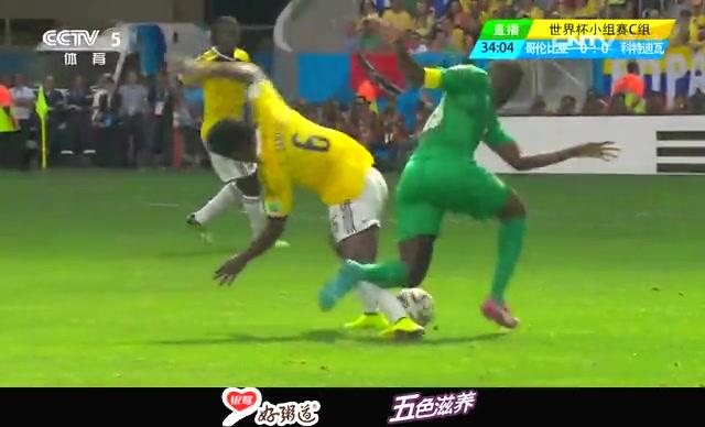 【过人】亚亚图雷秀脚法 强行超车人球分过截图