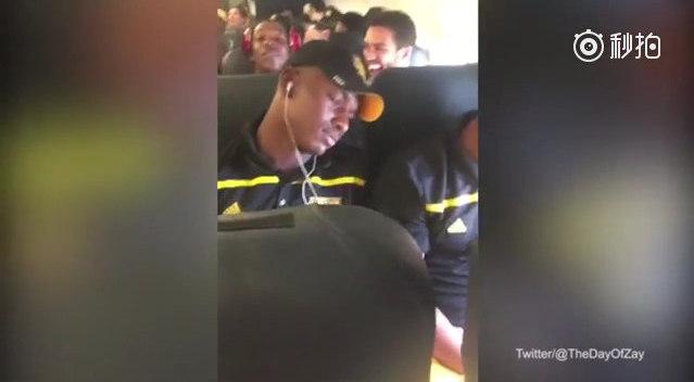 坐飞机表情太丰富