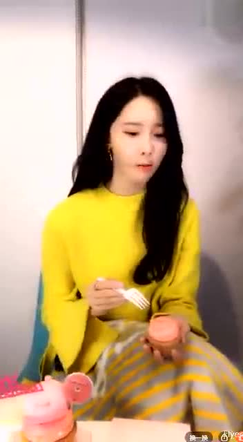 林允儿直播吃冰淇淋视频,太可爱了