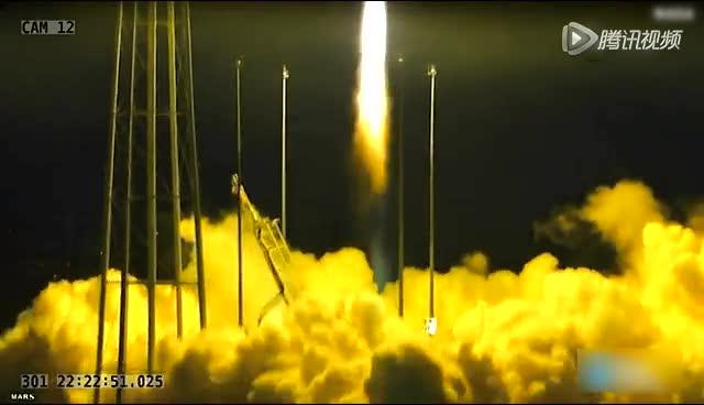 美国宇航局一枚无人火箭点火升空后爆炸截图