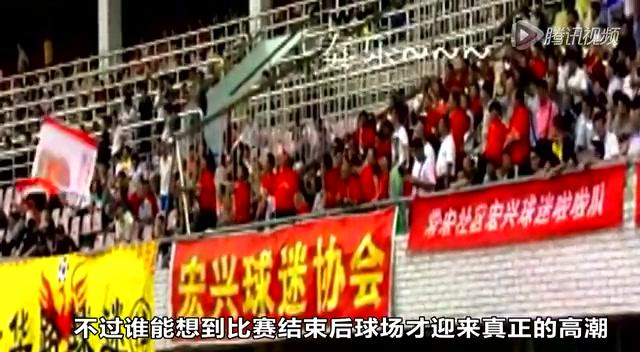 新闻晚8点:落选村官狂躁裸砸政府 中超劲旅被业余球队羞辱截图