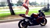 性感美女秀碉堡摩托车技巧