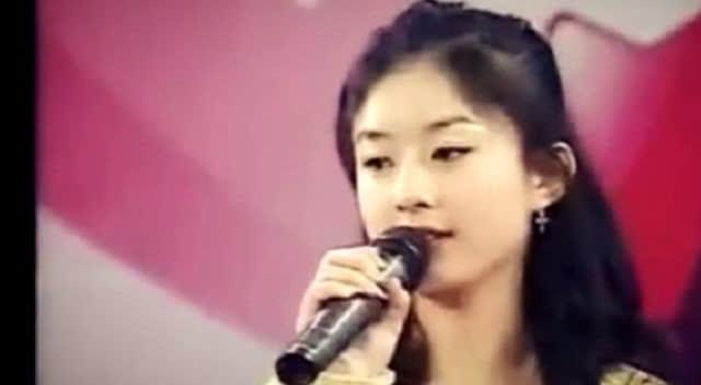 赵丽颖年轻时参加才艺表演,这两首歌唱的真好听图片