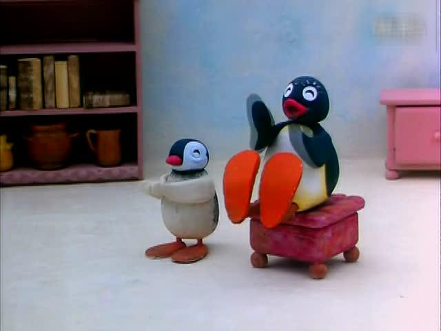 企鹅家族表演魔术