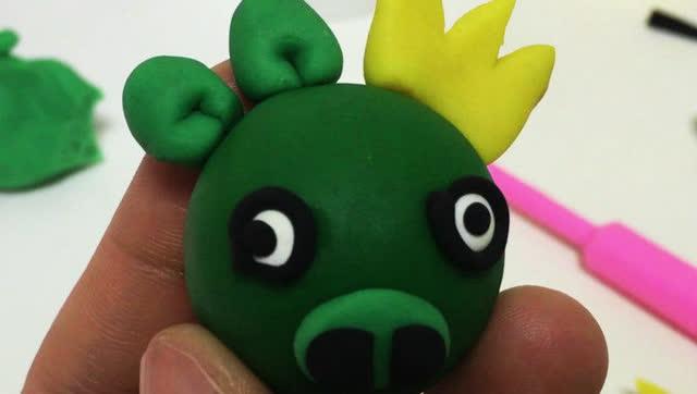 玩具视频 橡皮泥手工制作猪国王 亲子游戏