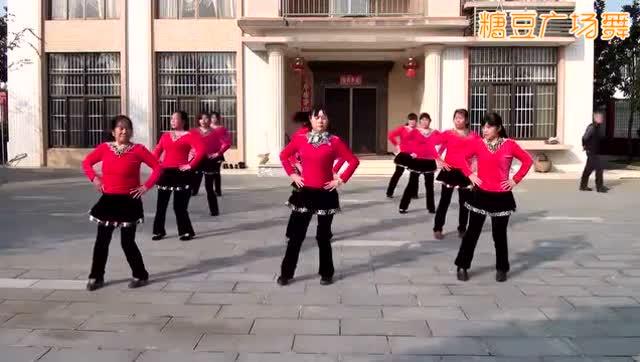 秦文广场舞《九寨沟的春天》团队版