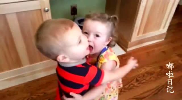 抱抱我的小可爱图片大全