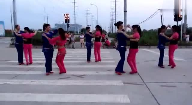 广场舞《天在下雨我在想你》—可爱小学生领舞