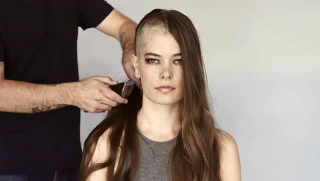 女孩剃光头_女孩失恋后,一气之下将头发剃光头的过程!看着真可惜!