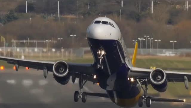 我们坐飞机的来看看飞机着陆与起飞是多么可怕