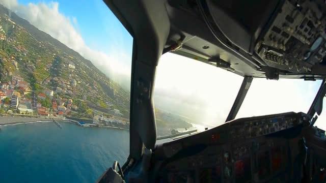 驾驶舱视角看飞行员驾驶飞机 顶强横风惊险降落