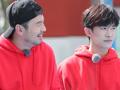 大冰小将出征香港打旱地冰球赛,易烊千玺带萌娃爆笑学粤语。