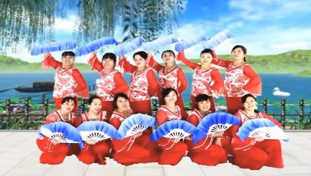 香儿广场舞《新年祝福》中三扇子队形舞