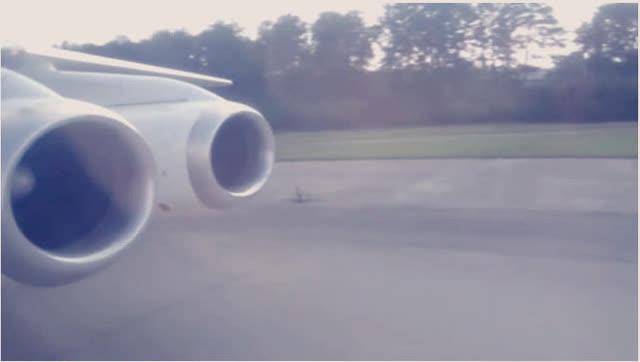 98年东航飞机迫降虹桥国际机场真实记录,比电影厉害多