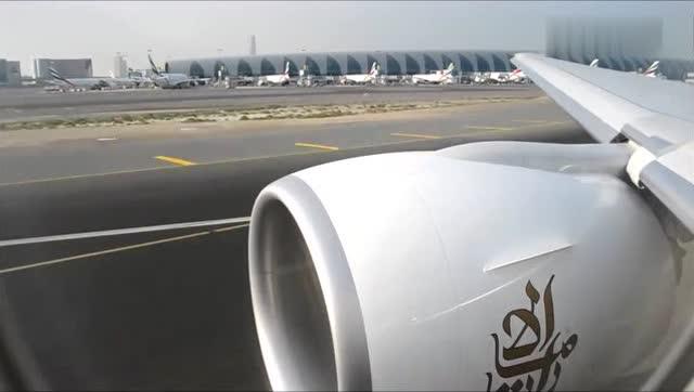 乘客实拍:波音777客机起飞全过程,每次坐飞机这个时候最紧张