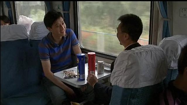小伙在火车上跟陌生人聊了几句天,结果姐姐竟因此被骗进医院