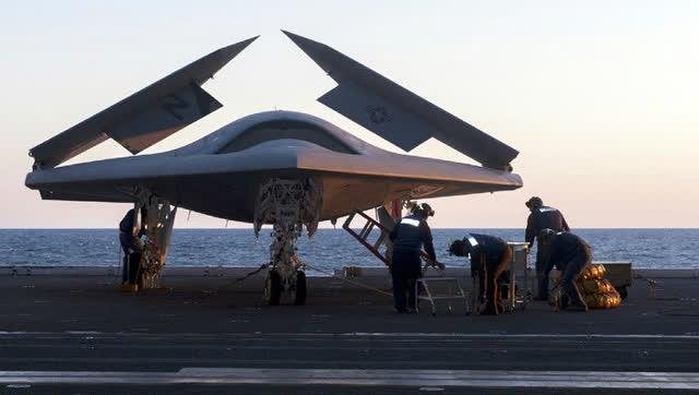 """美国空军正在打造""""蜂群""""计划 组织小型无人机编队作战"""