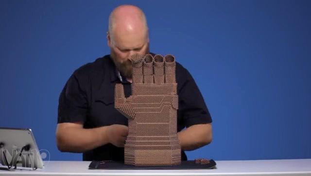 太酷了!用25000个磁球制作《复仇者联盟3》无限手套