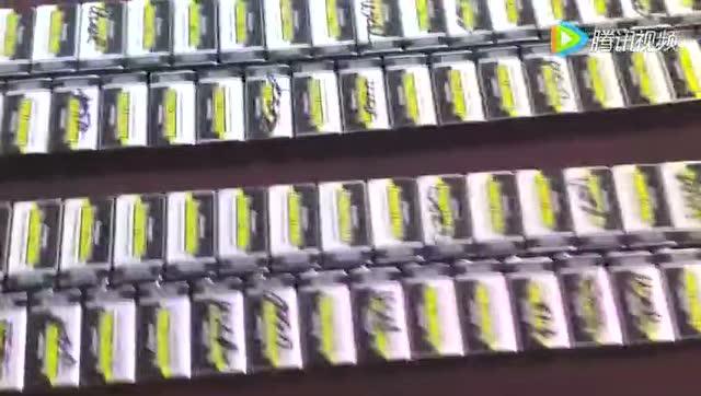 男子将244个9V电池连接在一起:可怕一幕发生