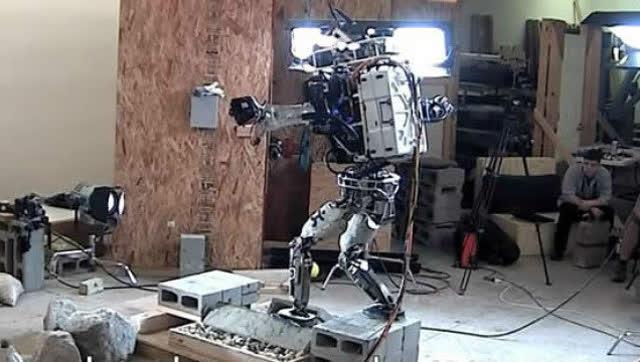 美国阿特拉斯机器人平衡能力太强了!