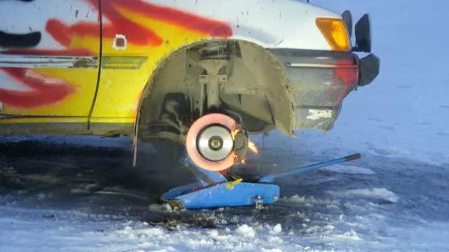踩着刹车加油门:1800fps高速摄影记录爆炸瞬间