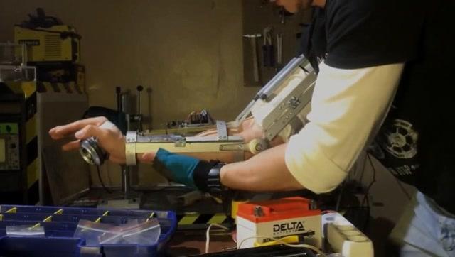 牛人DIY真正的钢铁侠手臂
