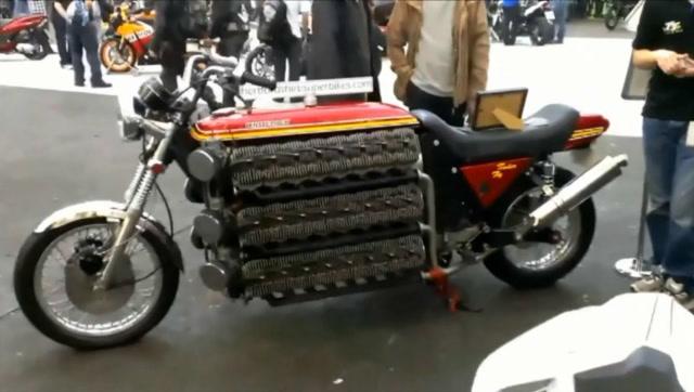 绝对强悍!牛人改造出48缸超级摩托车