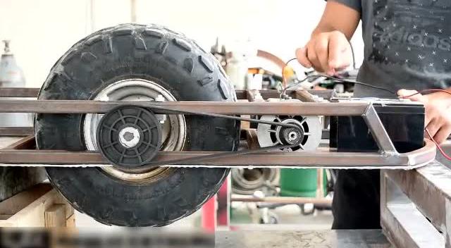 光看这个轮胎就不得了,动手帝自制电动平衡车