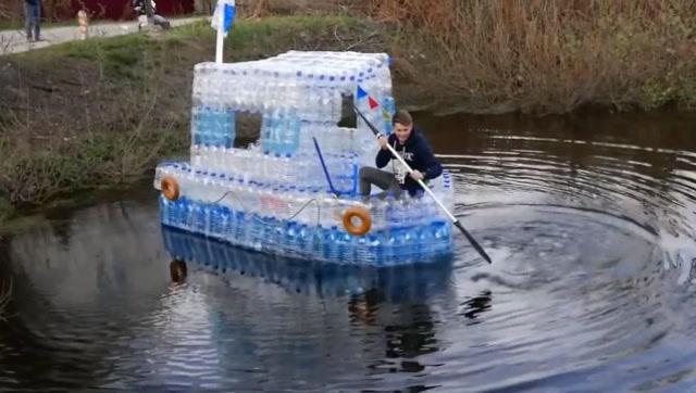 厲害了!牛人用塑料瓶打造了一艘船