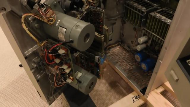 上古年代的小型機用的9軌超級大磁帶